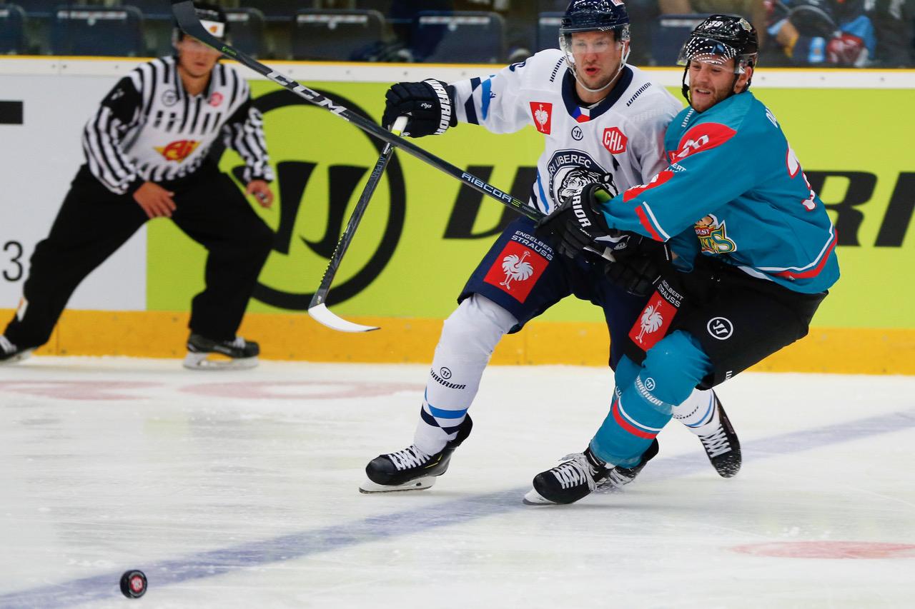 Tiger Ladislav Smid #5 stops Jean Dupuy #39 attack